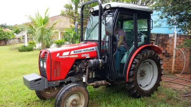 Cabina Agrícola Massey Ferguson MF 250 Compacto